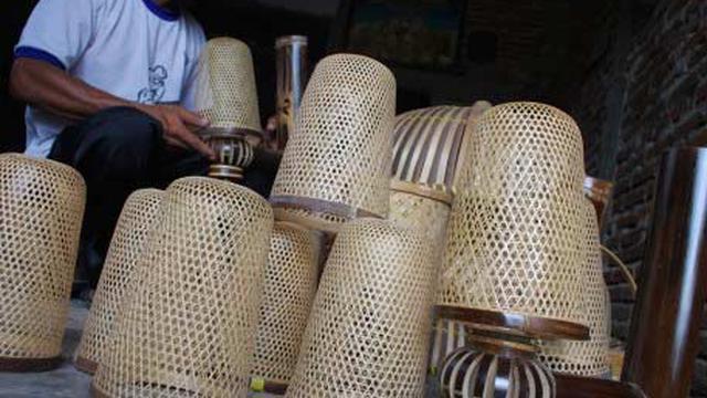 terangkan potensi lampu hias dar kerajinan anyaman bambu